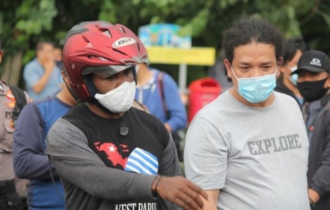 Gawat!  Gabungan Massa Aksi Dipaksa Oleh TNI-POLRI Untuk Rapi Tes Sama Tenaga Medis Yang Tak Miliki Surat Perintah