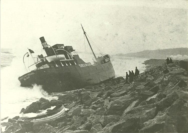 Embarrancamiento del vapor TERCIO SAN MIGUEL en Frontignan en enero de 1939. Foto Yves Guy Bertrand. Nuestro agradecimiento.jpg