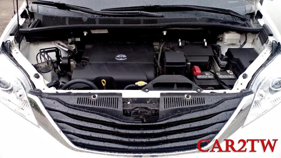 Toyota Sienna引擎室