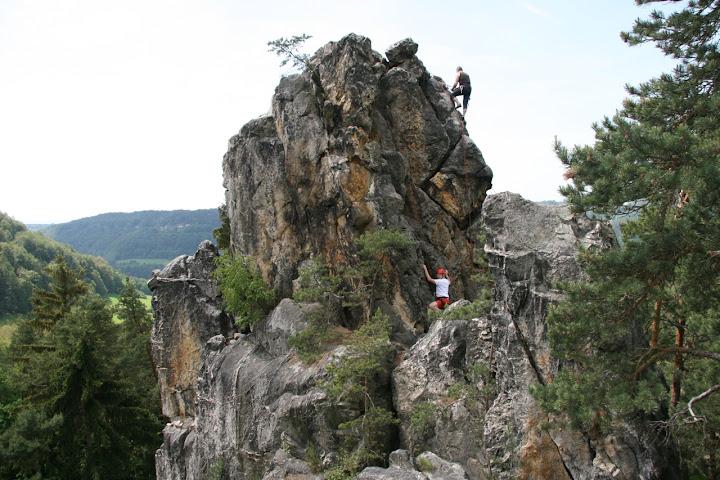 klimmen op de droge rotsen in Malá Skála
