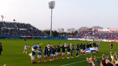 アデミウソン他横浜F・マリノスイレブンの万歳