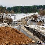 Мост в Мишнево. Перед мостом насыпали кучу песка, но мост еще не затоплен