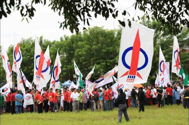 DAP gambles big by using PKR logo