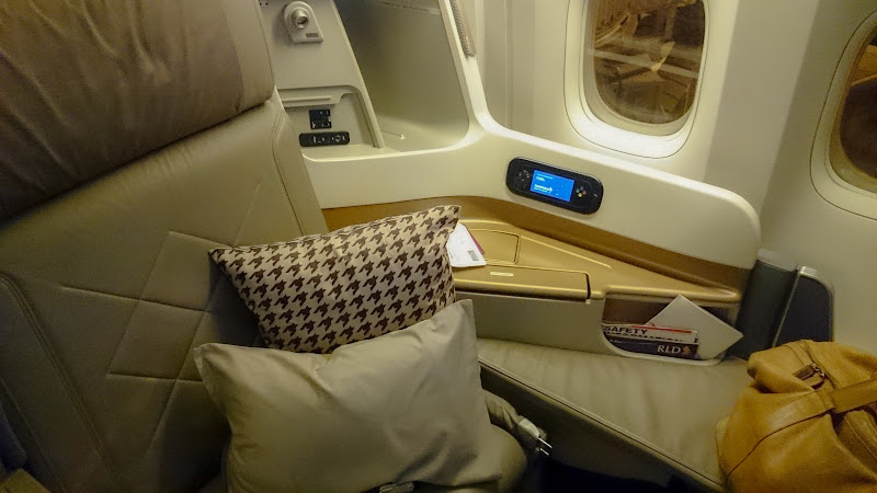 LHR SIN 6 - REVIEW - Singapore Airlines : Business Class - London to Singapore (B77WN)