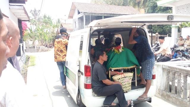 Armada BBM untuk kegiatan Bersih-bersih Masjid, antar jemput ke rumah sakit sampai ke pemakaman.