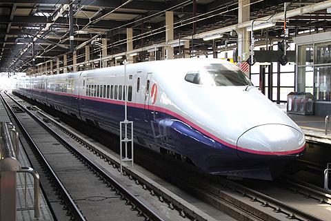 JR東日本 E2系新幹線電車「はやて」 盛岡駅にて