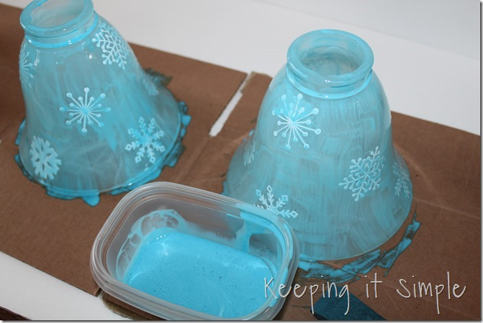 Holiday-turquoise-lights-with-glittery-snowflakes (4)