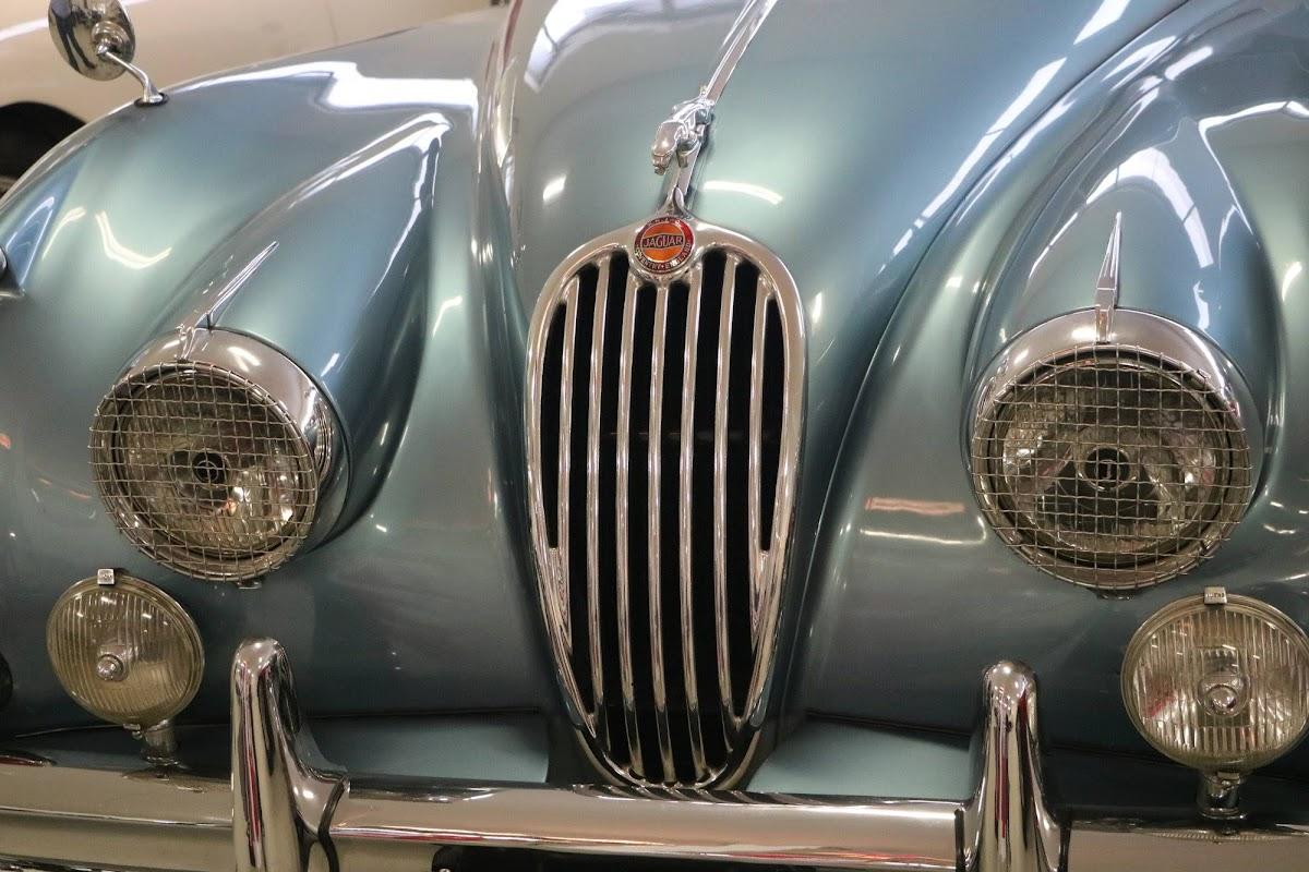 Carl_Lindner_Collection - 1953 Jaguar XK140 Coupe 03.jpg