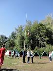 Vztyčování vlajky.