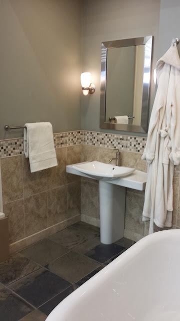 Bathrooms - 20140204_092912.jpg