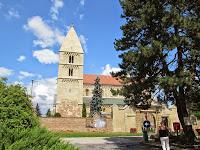 A jáki templom a bejárat felől.jpg
