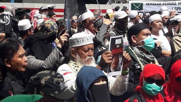 Sindir Jokowi, Massa FPI: China Kena Corona Bantu, Kasus Muslim India Diam!