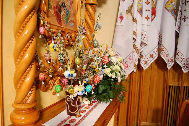 храм Вознесіння ГНІХ у пасхальний час. Золочів.2015 р