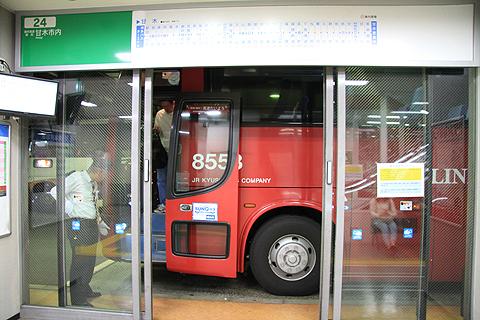 ジェイアール九州バス「たいよう」 8553 博多BT到着