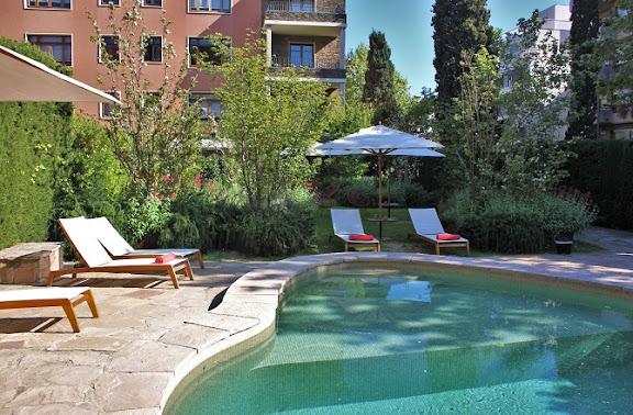 Piscina Hotel Primero Primera.JPG
