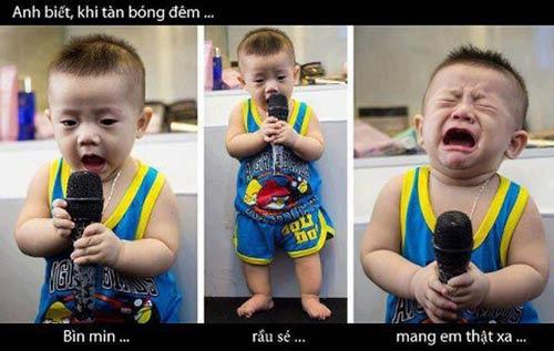 Bé trai yêu ca hát từ nhỏ