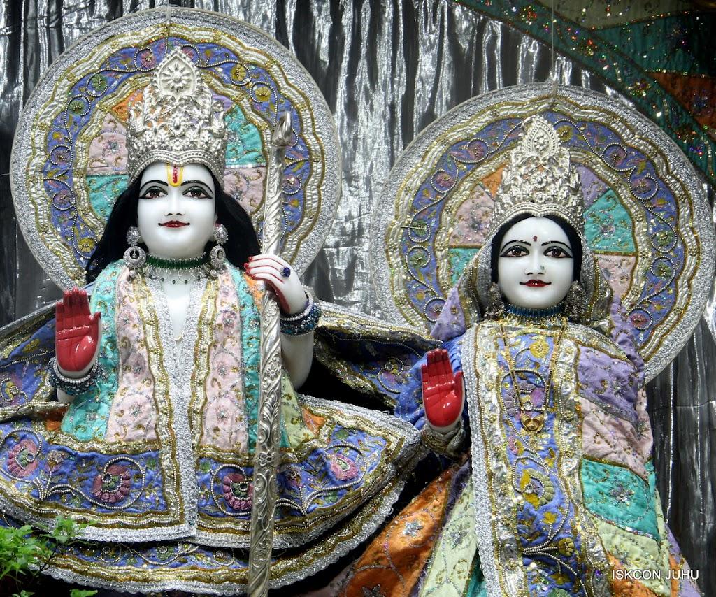 ISKCON Juhu Mangal Deity Darshan on 5th Aug 2016 (10)
