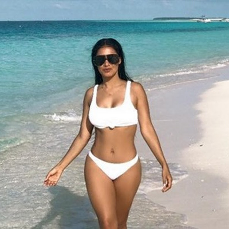 Nas ilhas Maldivas, Simaria mendes faz foto à beira-mar