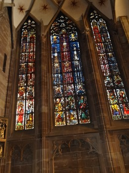 2017.08.22-023 vitraux dans la cathédrale