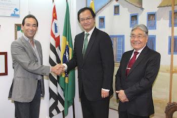 Cônsul do Japão visita Embu das Artes