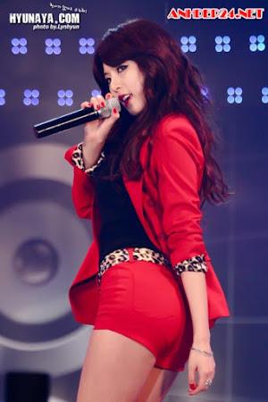 Ngắm gái xinh Kpop khổ sở vì váy quá ngắn