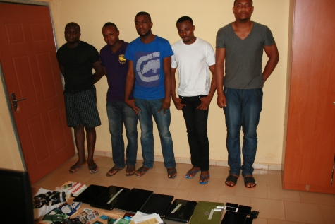EFCC Arrests 8 Persons Who Disguise As Americans On Dating Sites To Scam Online