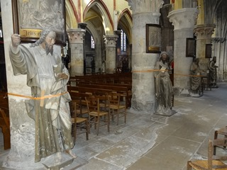 2016.03.27-039 statues dans l'église Notre-Dame