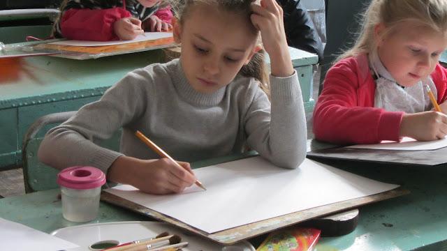 Подготовка до конкурсу дитячого малюнку «Світ без насильства очима дітей» - 30 ноября 2012г. - IMG_2993.JPG