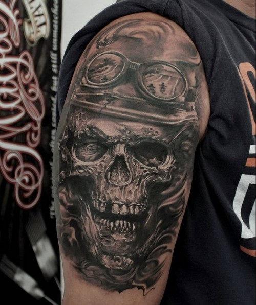 esta_intrincada_motociclista_tatuagem_meia_manga