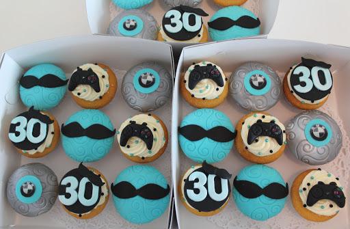 936- Cupcakes man 30.JPG