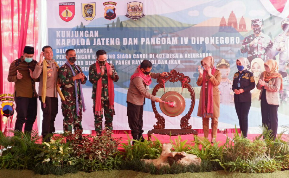 Kunjungan Kapolda Jateng Di Klaten, Canangkan Kampung Siaga Candi 2020, Tabur Benih Ikan dan Panen Raya Padi
