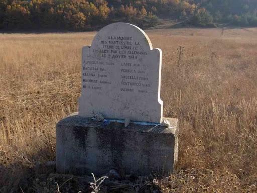 Stèle commémorative au domaine de la Limate
