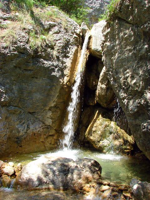 Водопад в ущелье Уч-Кош
