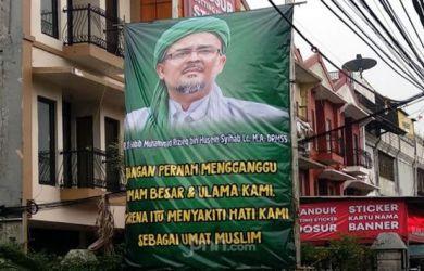 Spanduk Dan Baliho Habib Rizieq Bertebaran, Siapa Sponsornya?