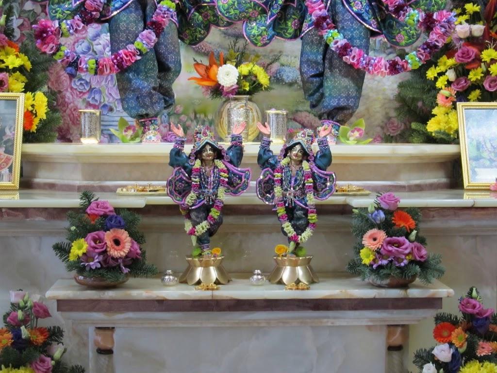 ISKCON Hungary Deity Darshan 24 Dec 2015 (20)