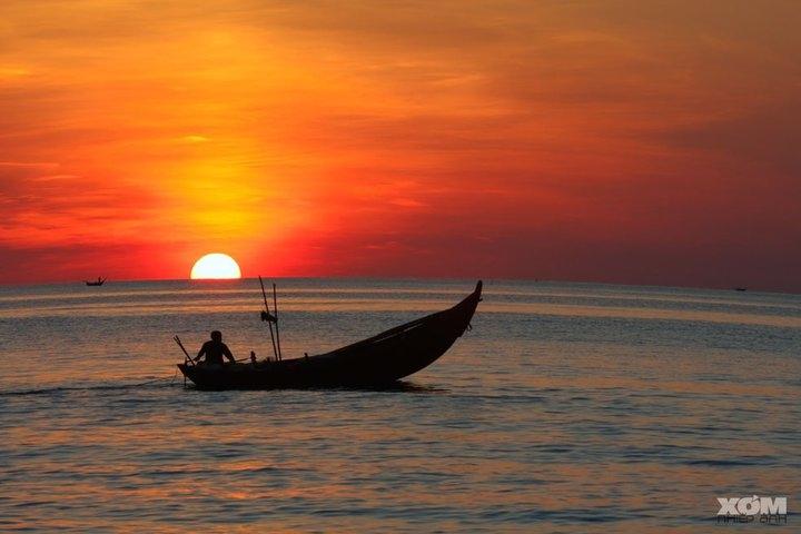 Sailing on vietnam beach