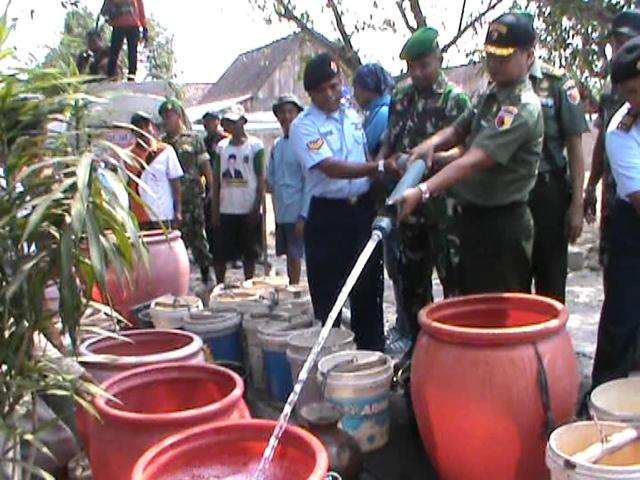 Baksos HUT TNI, Kodim 0814 Jombang Droping Air Bersih di 18 Desa