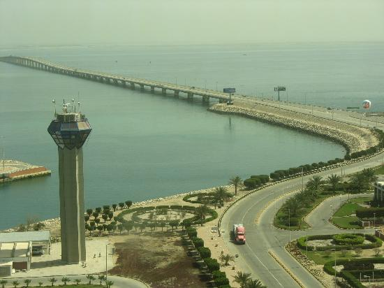 Bahrain - causeway to Saudi Arabia   (photo-tripadvisor.com)