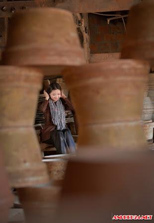 Bộ ảnh trả lại vẻ đẹp mộc mạc cho người con gái làng gốm