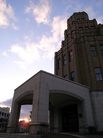 福井市立派な建物