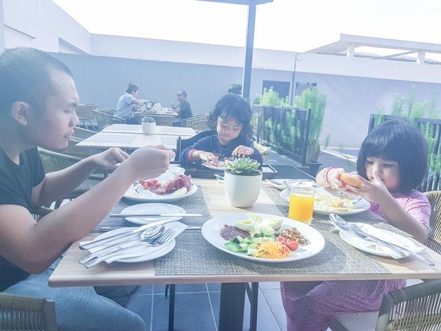 Hilton Garden Inn Puchong Restaurant Outdoor