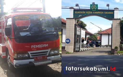 Pengawalan ketat aksi demo mahasiswa di Kejaksaan Negeri Kabupaten Sukabumi // Foto : Isep. Panji (4/2/2019)