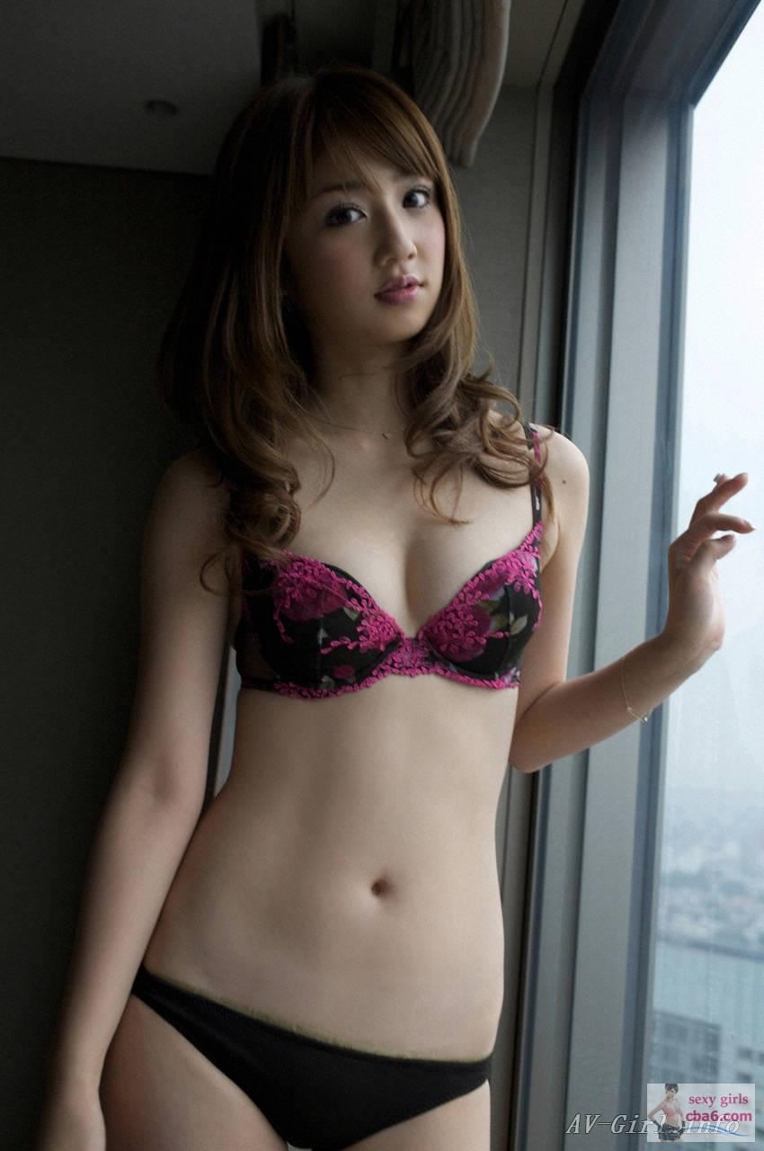 foto Yuko Ogura (b. 1983)