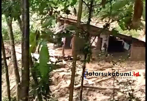 Rumah warga di Desa Girijaya Nagrak hancur diterjang longsor