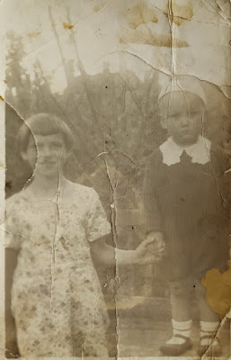 Николай Лупанов со своей нянькой -Татьяна Воронкова,1940 год(из личного архива Лупанова Н.А.)