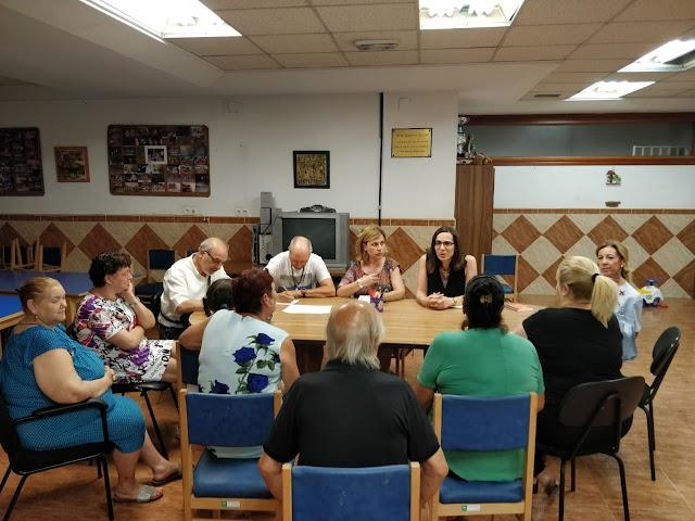 Reunión de Margarita Cobos con los vecinos