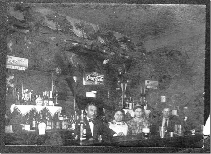 FINK-Irving-Bertha-Frieda in bar in BuffaoNY c1900_blk &wht