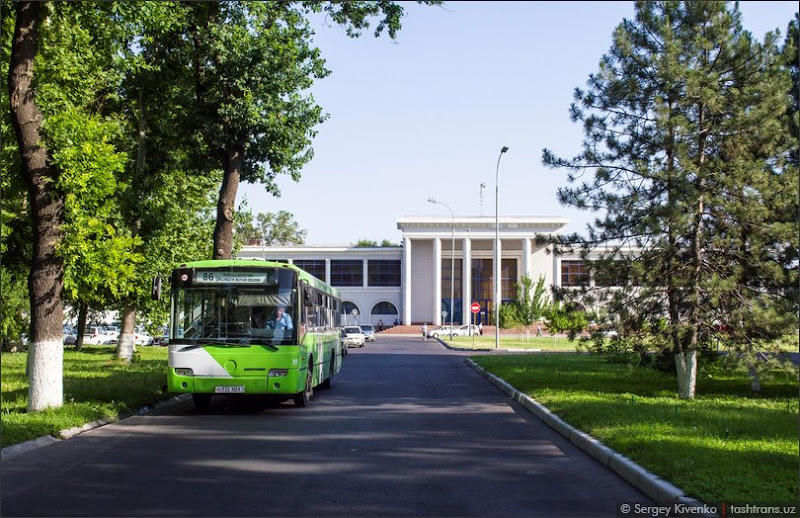 86-й на фоне старого, доброго ташкентского аэропорта.