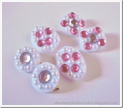 Super easy pearl and rhinestone pins with a tutorial.  Great for a quick gift.