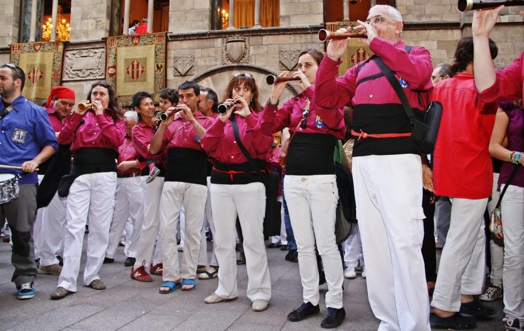 Aniversari Castellers de Lleida 16-04-11 - 20110416_172_grallers_CdL_XVI_Aniversari_de_CdL.jpg